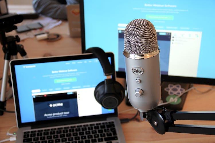 webinar set microphone blue yeti