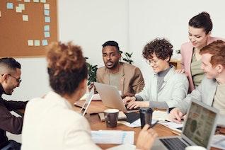 Improving Internal Communication for Medium-Sized Teams
