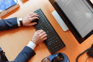 Host Better Virtual Sales Meetings With These Five Tips