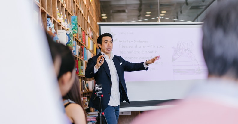 What is Public Speaking and How to Improve in 5 Steps